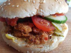 Pulled Soy BBQ-Limetten Burger mit karamellisierten Schalotten vegan Burger fertig