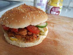 Pulled Soy BBQ-Limetten Burger mit karamellisierten Schalotten vegan