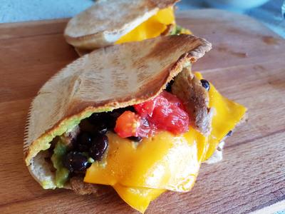 vegane Quesadilla-Taschen cheezig-mexikanisch 1