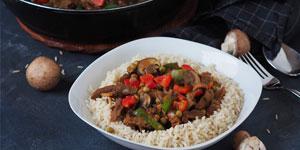 Rezept vegan: Soja-Geschnetzeltes mit Champignons und Paprika in dunkler Rahmsoße